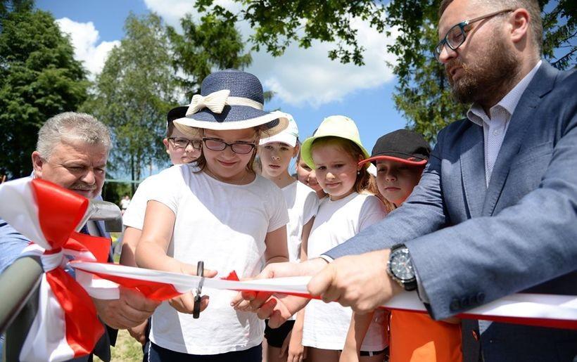 Dzieci uroczyście otworzyły boisko w Kleczy