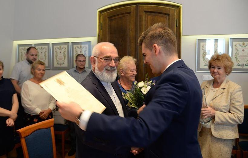 Radni podziękowali Markowi Breźniakowi za 29 lat pracy na stanowisku sekretarza gminy