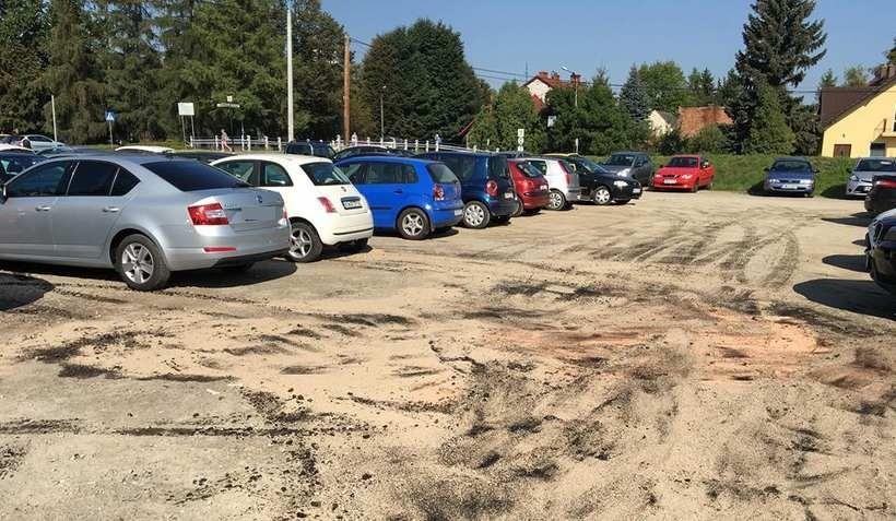 Parking przy ulicy Sienkiewicza i Nadrzeżnej to dziś zwykłe klepisko
