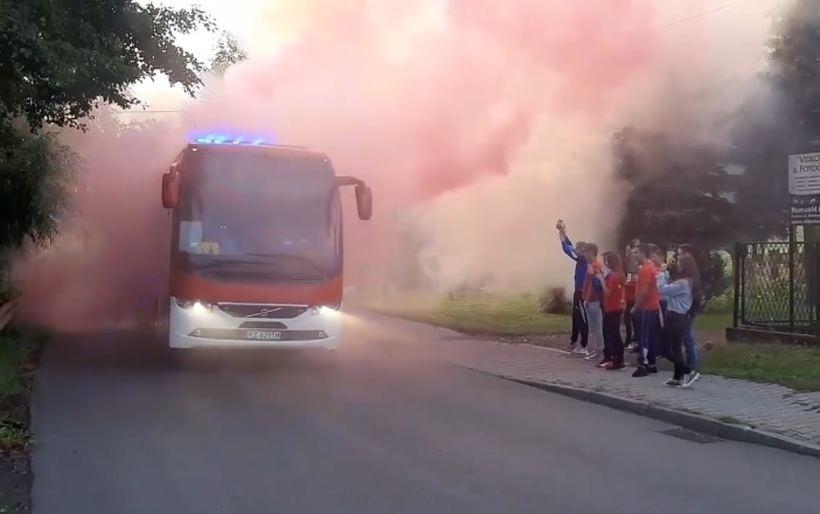Tak witano w Przytkowicach dziewczęta wracające z turnieju w Szwajcarii