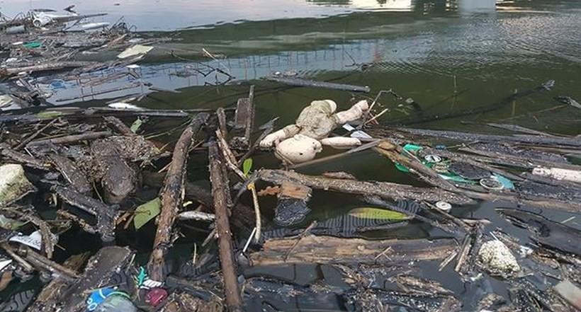 Wody Polskie zapraszają na akcję sprzątania śmieci nad jeziorem. Zapewniają worki i rękawiczki