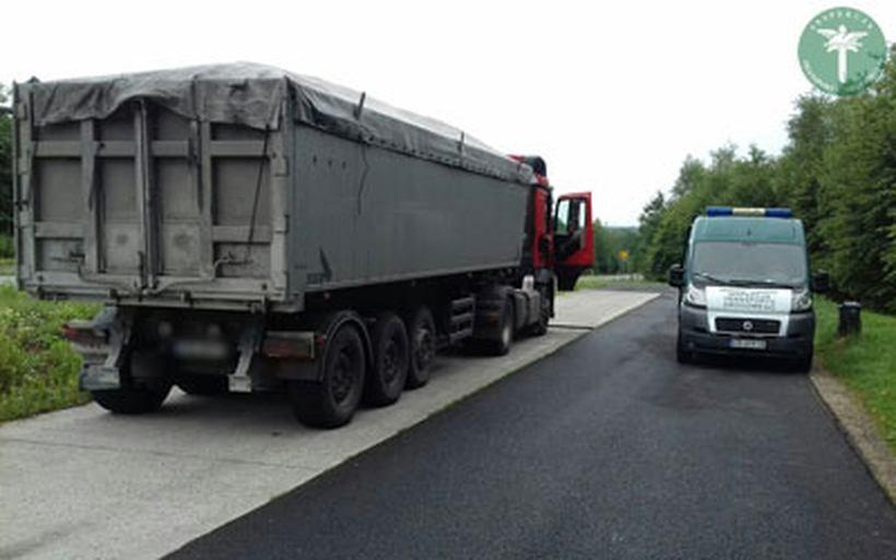 """Ciężarówka w tragicznym stanie, kierowca przemęczony. Takie """"kwiatki"""" na naszych drogach!"""
