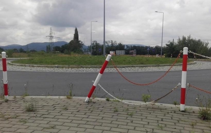 Jest taka droga w Andrychowie, z której znikają znaki. Może monitoring?