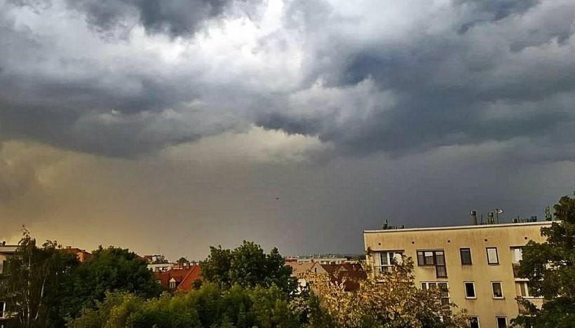 Trzeba obserwować niebo, może być niebezpiecznie. IMGW kolejny raz ostrzega!