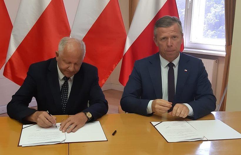 Augustyn Ormanty i Piotr Ćwik podpisali umowę na dotację dla Kalwarii Zebrzydowskiej