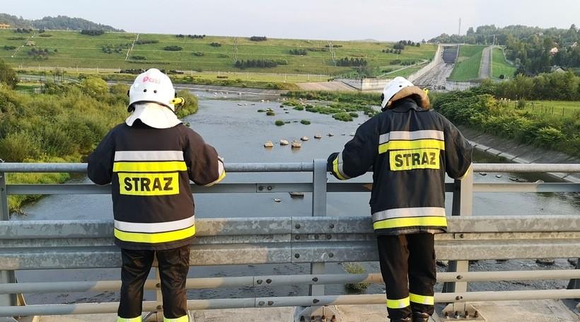 Zielona maź wyciekła do Skawy? Strażacy sprawdzają zanieczyszczenie rzeki