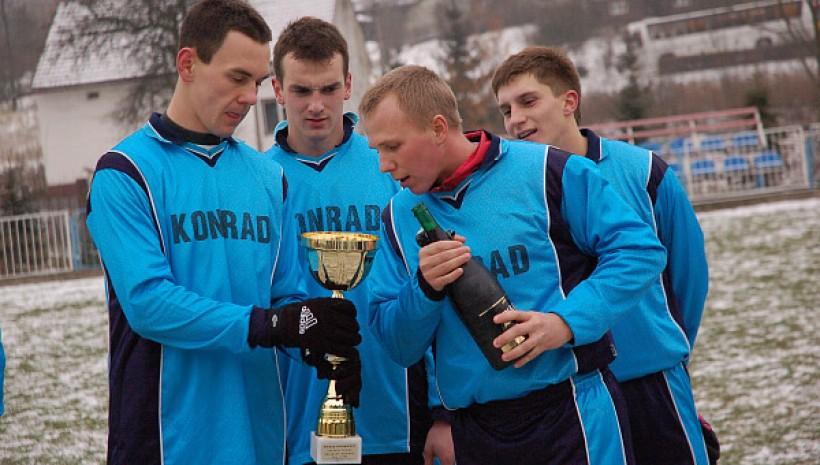 Kilka lat temu Bartek Praciak, Przemek Gałuszka (obaj na zdjęciu), Szymon Śliwa oraz Marek Kudłacik stanowili o sile Skawy Wadowice, zdobywając dla niej trofea. Później ich drogi się rozeszły, ale w niedzielę znowu zagrają w jednej drużynie.