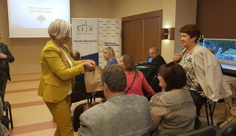 """Drzewka Doroty pomysłem na kampanię wyborczą. Kandydatka: """"Chcę Polski wolnej od nienawiści"""""""