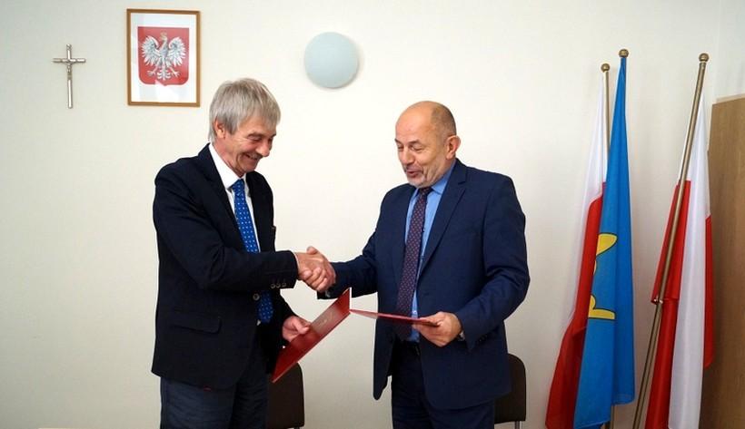 Burmistrz Edelény Oszkár Molnár i wójt  Lanckorony Tadeusz Łopata