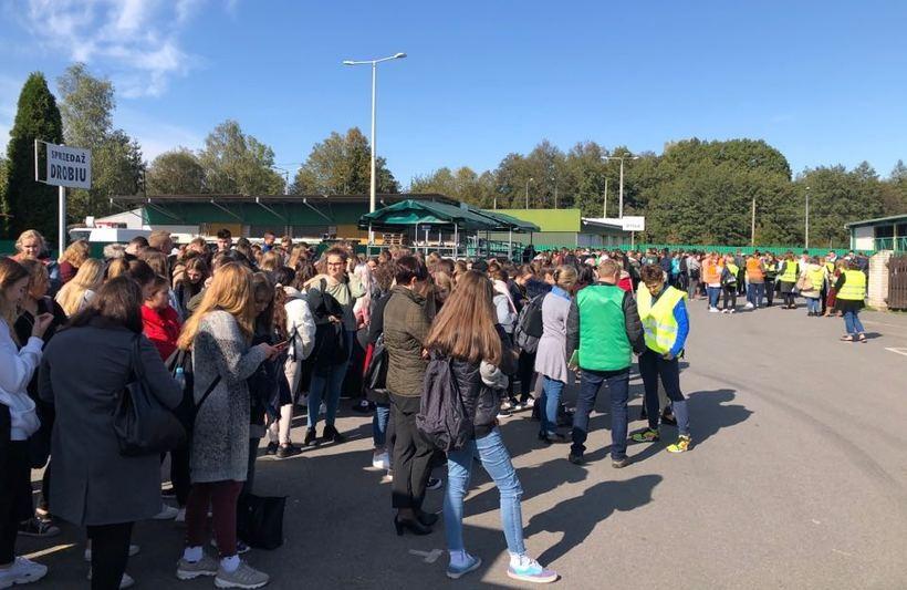 Ewakuowano kilkuset uczniów i personel