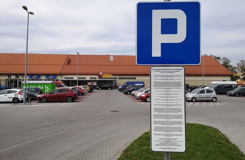 Na parkingu pod Biedronką obowiązuje teraz regulamin
