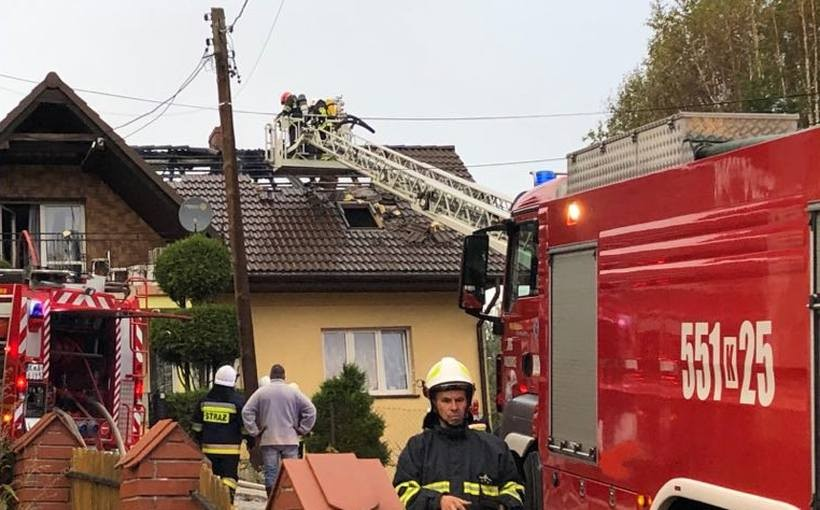 Pożar domu w Witanowicach. Ogień pojawił się na poddaszu [AKTUALIZACJA]