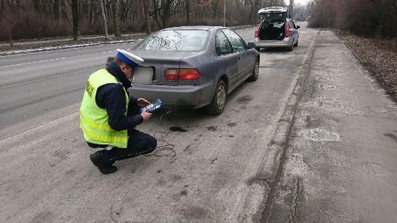 """Policjanci sprawdzali """"ślad węglowy"""" samochodów. Aż 123 kierowcom zatrzymano dowody rejestracyjne"""
