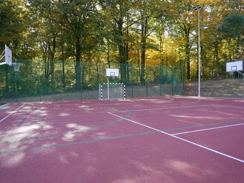 Zakończono budowę boisk sportowych przy szkole rolniczej w Radoczy