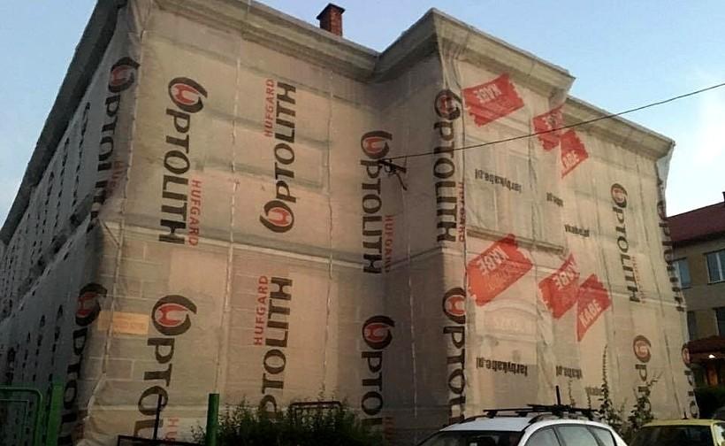 """Ruina """"starej szkoły"""" w Choczni będzie wyburzona. W tym miejscu powstanie parking"""