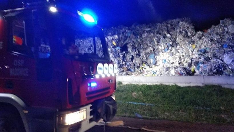 Do zaprószenia ognia doszło w pryzmie odpadów zmieszanych