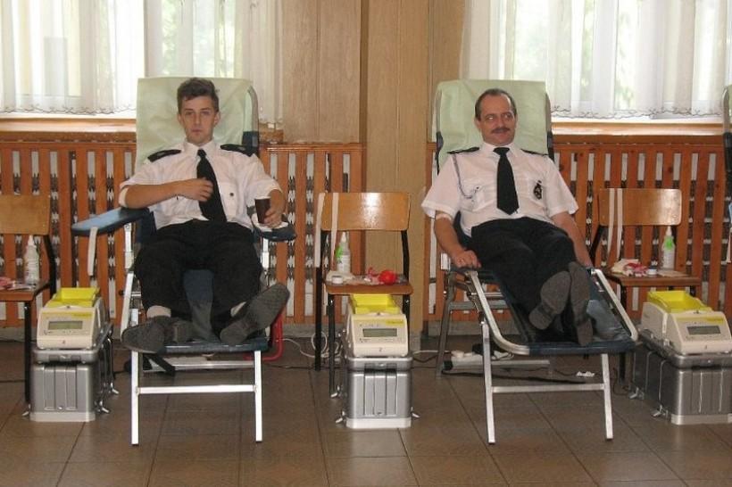 Druhowie w trakcie pierwszej akcji poboru krwi w Brzeźnicy