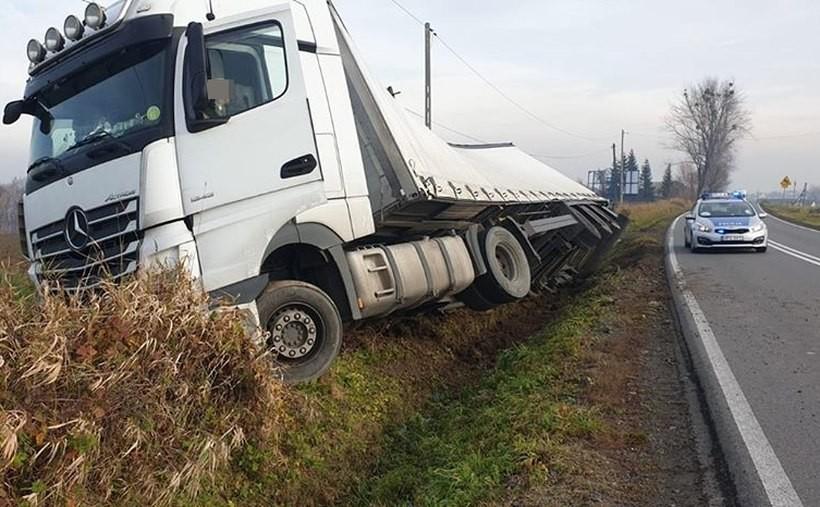 Pechowa ta Krakowska w Witanowicach. Kierowca ciężarówki na chwilę stracił uwagę i...