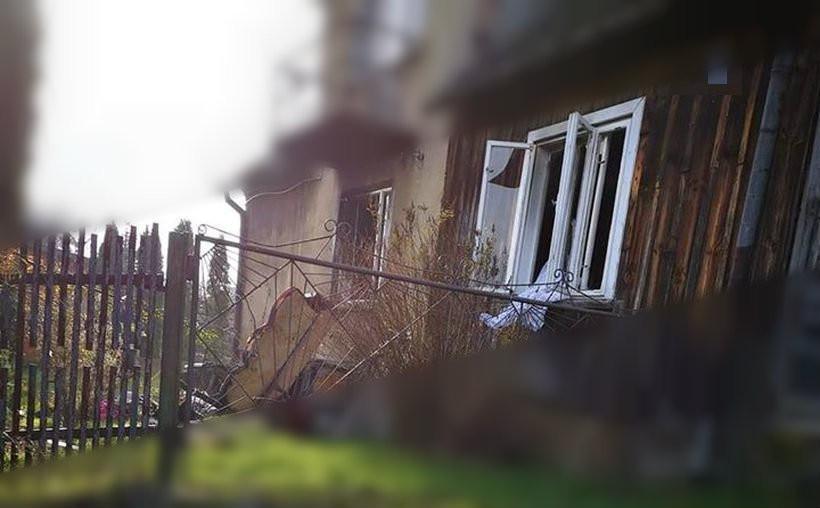 Wybuch gazu w Bachowicach, dwie osoby poszkodowane. Dzielny sąsiad ugasił pożar
