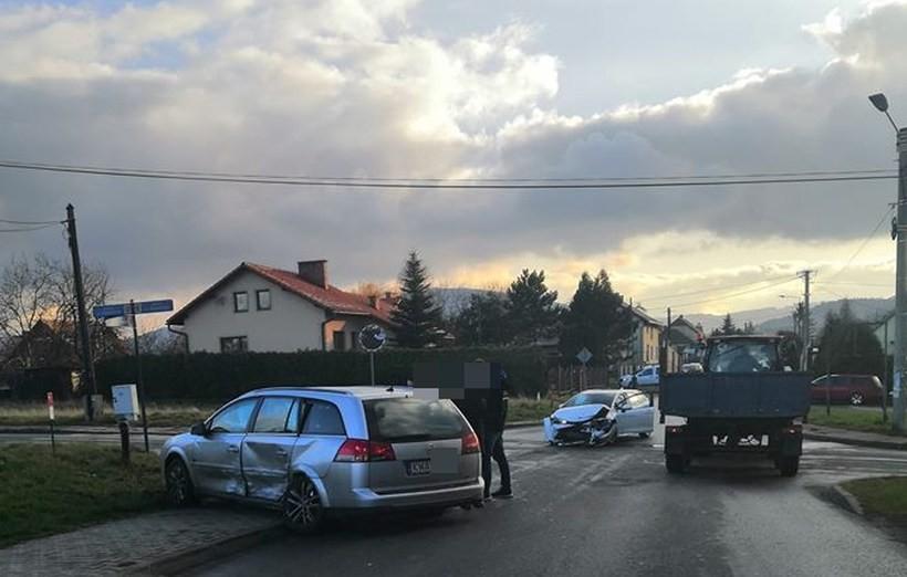 Poważna kolizja na skrzyżowaniu w Andrychowie. Dwójka dzieci poszkodowana