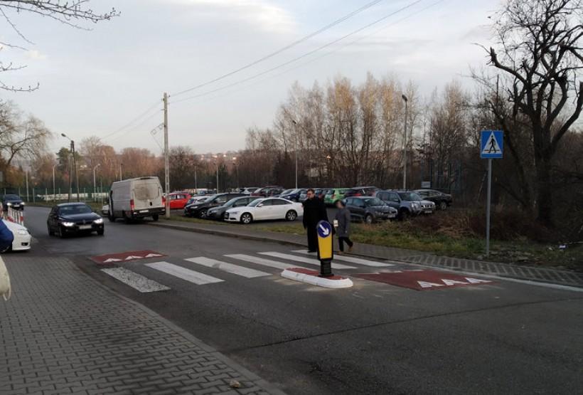 Progi zwalniającej na ulicy Broniewskiego
