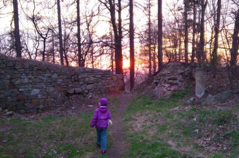 Ruiny zamku w Lanckoronie powinny pozostac w niezmienionej formie. Wystarczy trwale je zakonserwować. Specjaliści mają inny, naszym zdaniem bardzo dobry, pomysł