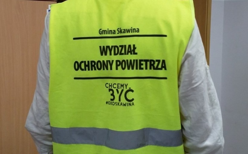 Pracownicy urzędu kontrolują piece w Skawinie