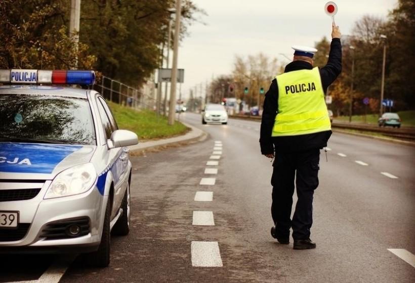 Dziwna historia na drodze. Kierowca po narkotykach wezwał do pomocy kierowcę po narkotykach