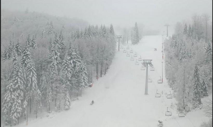 """Czarny Groń ma dobrą wiadomość dla narciarzy. Uruchomią """"górny wyciąg"""""""