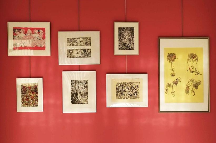Grafiki Bogumiła Lukaja mozna zobaczyć w wadowickiej bibliotece