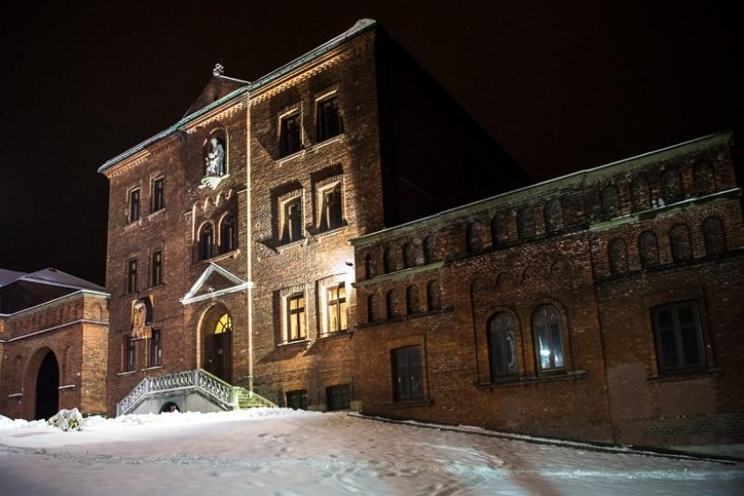 Klasztor ojców karmelitów stoi do dziś