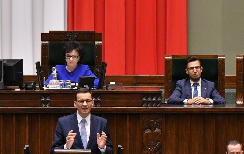 W sejmie, marszałek Elżbieta Witek, premier Mateusz Morawiecki i poseł Filip Kaczyński