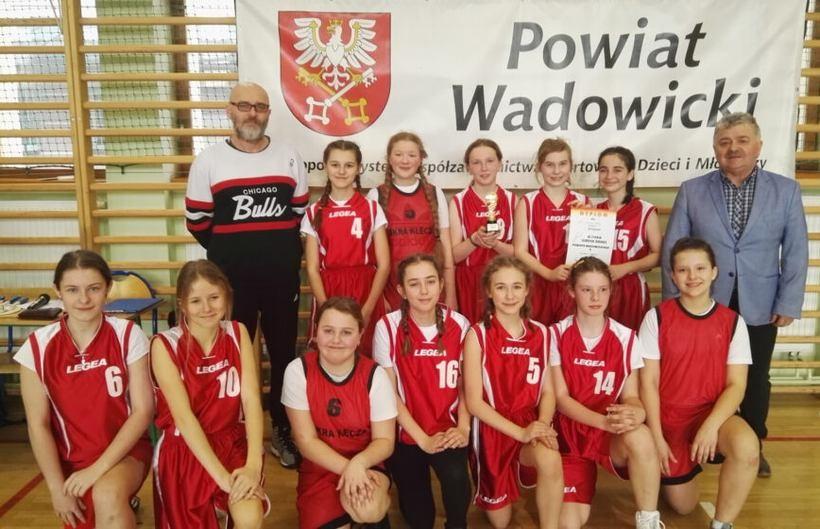 Uczniowie z podstawówek w Kleczy i Wadowicach najlepsi w koszykówce!