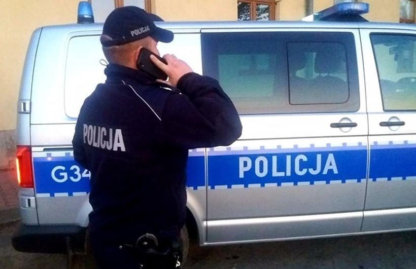 Policjanci z Wadowic kontaktują się z osobami w kwarantannie telefonicznie
