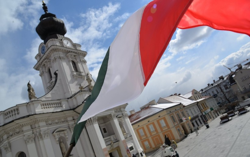 Wadowice solidarne z włoskimi miastami, w których ludzie umierają na koronawirusa