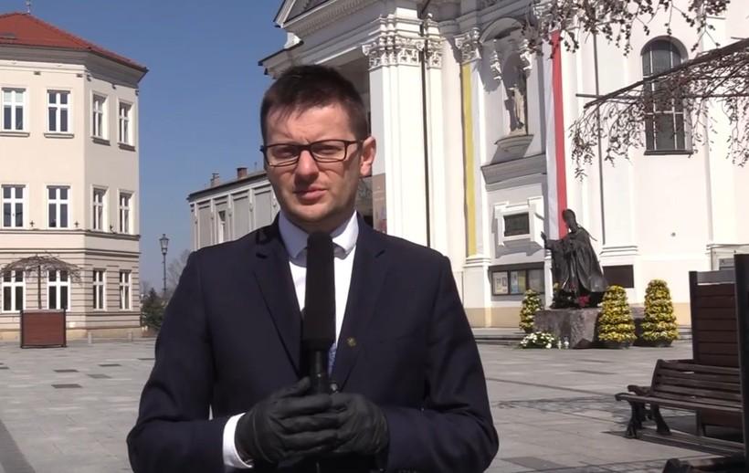 """Burmistrz Wadowic złożył mieszkańcom życzenia wielkanocne: """"Pozostańcie zdrowi, pozostańcie w domach"""""""