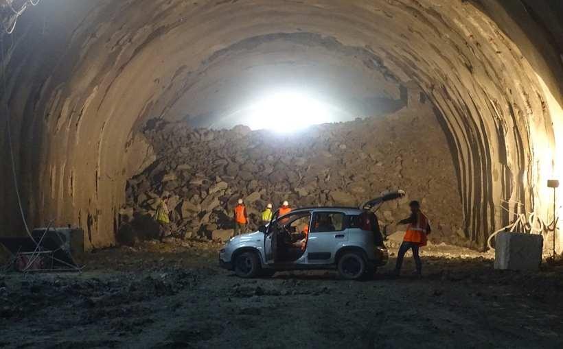 Tunel pod górą Luboń Mały