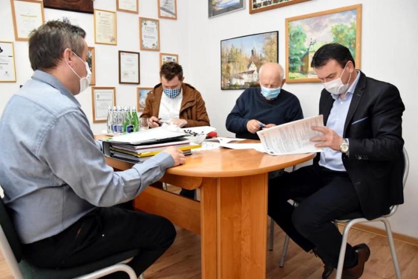 W Urzędzie Gminy w Spitkowicach podpisano umowę na budowę żłobka