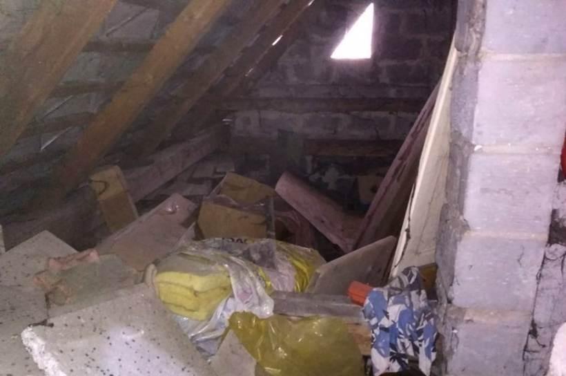 Poszukiwany trzema listami oszust ukrywał się... u mamusi na strychu