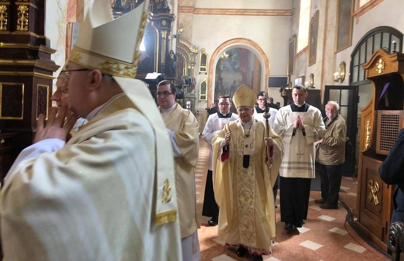 """Stulecie urodzin Jana Pawła II w Wadowicach. Arcybiskup Jędraszewski : """"Wszystko tutaj nabiera znaczenia"""""""