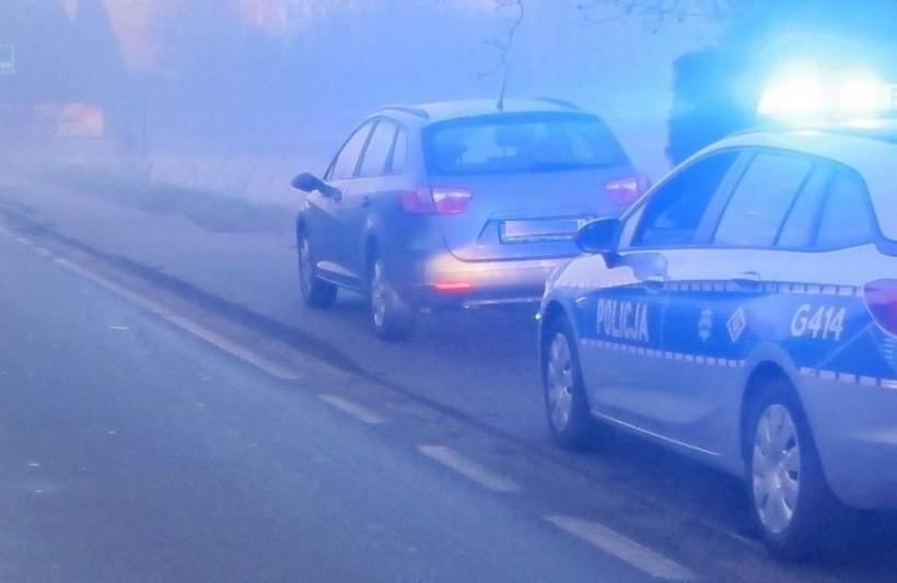 Na drodze w Graboszycach 20-latek w opałach. Jechał za szybko, bez prawa jazdy i bez maseczki