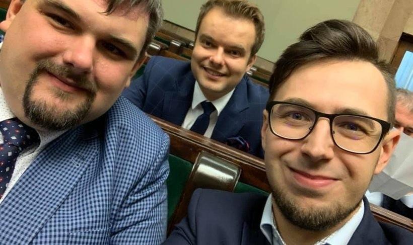 Poseł Filip Kaczyński w Sejmie (po prawej)