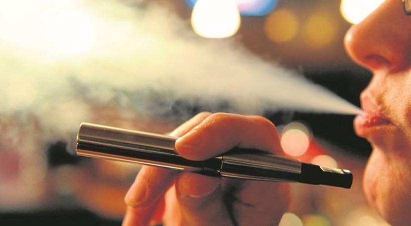 Palenie zwiększa ryzyko COVID-19, ale nikotyna może je zmniejszać
