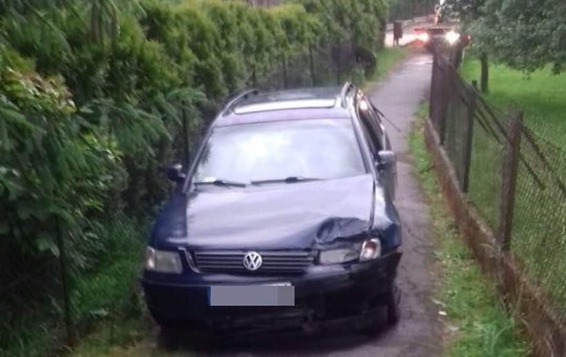 Młody kierowca porzucił samochód i próbował uciekać