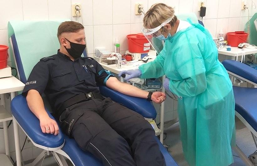 Tak policja w Wadowicach upamiętnia kobiety w mundurach. Oddali krew