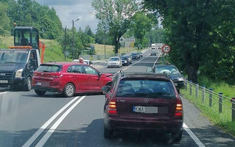 Kolizja na drodze krajowej w Barwałdzie Górnym. Jedna osoba poszkodowana