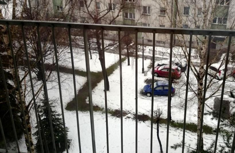 Każdej zimy, w wielu miejscach Wadowic, ujawniają się ścieżki ocieplone przez stare rury doprowadzające ciepło do mieszkań