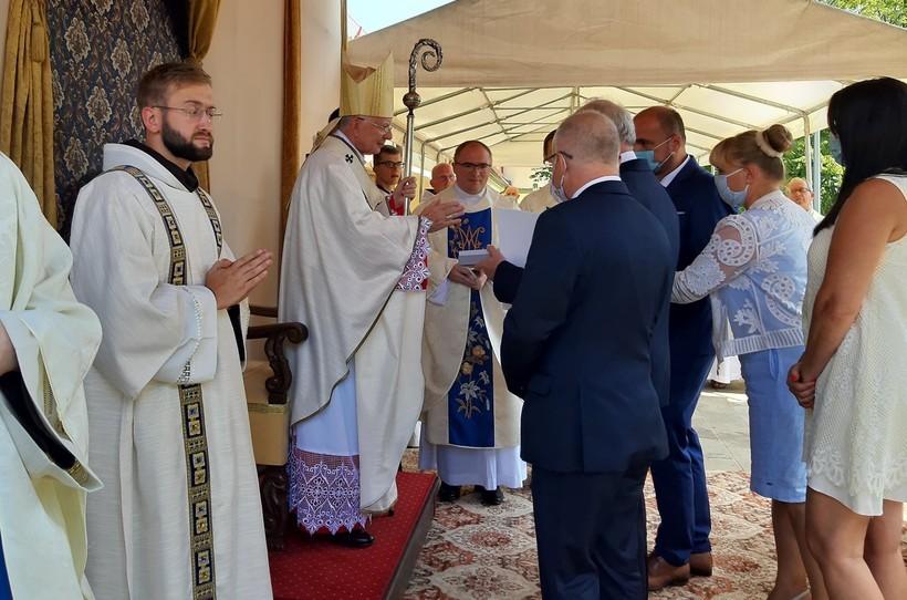 Tłumy wiernych na odpuście w Kalwarii Zebrzydowskiej. Święty Jan Paweł II ogłoszony patronem