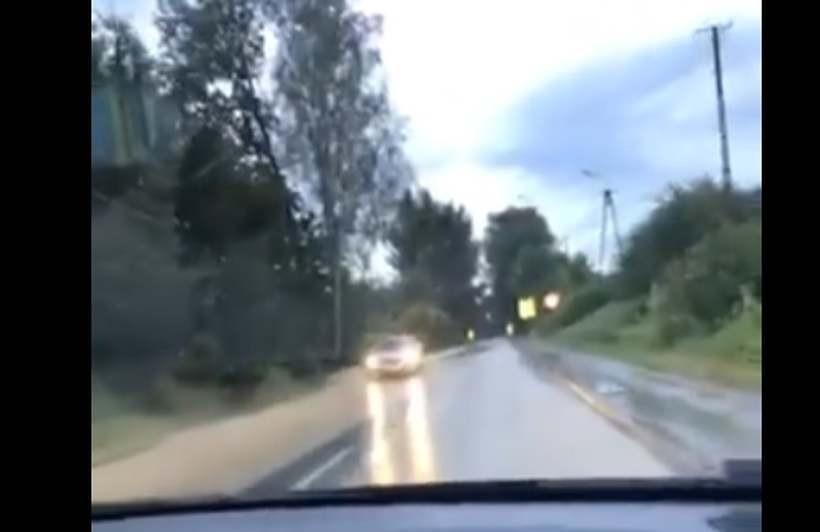 Zalana droga w Zebrzydowicach