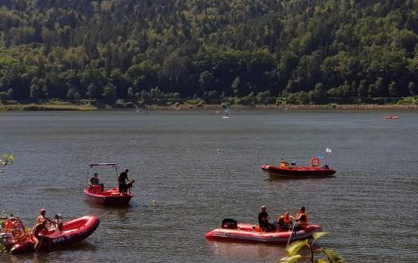 Poszukiwania mężczyzny w jeziorze trwały około godziny